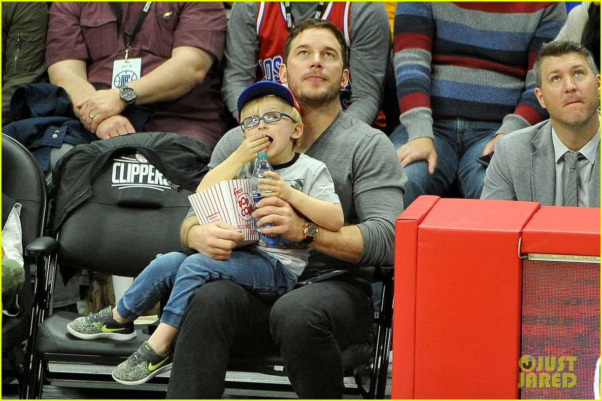 chris pratt son jack courtside seats clippers 043998162