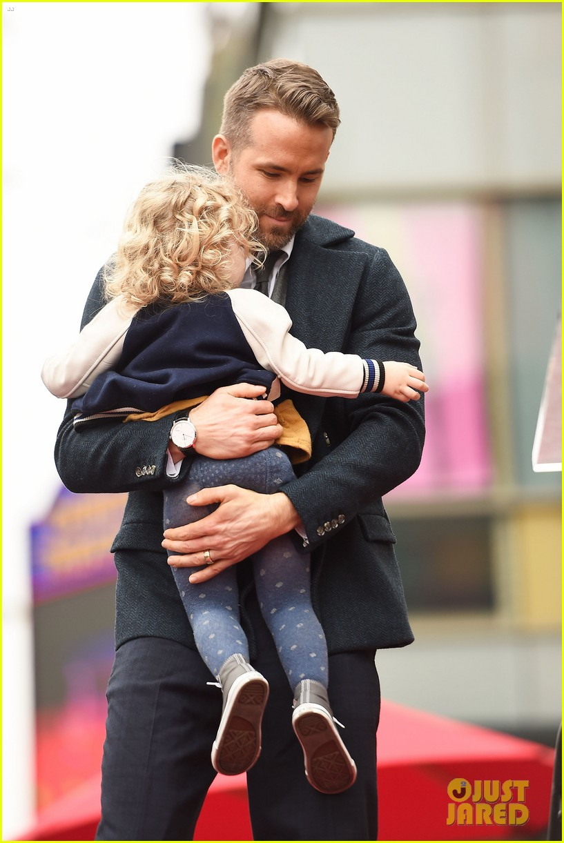 ryan reynolds shares christmas convo with daughter james 024004700