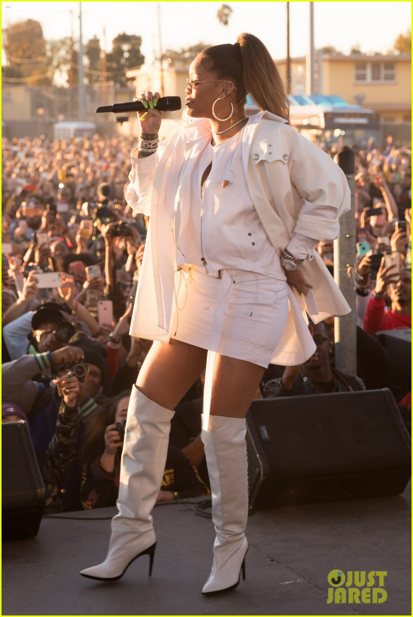 rihanna performs at a free christmas concert in south l a 024003793
