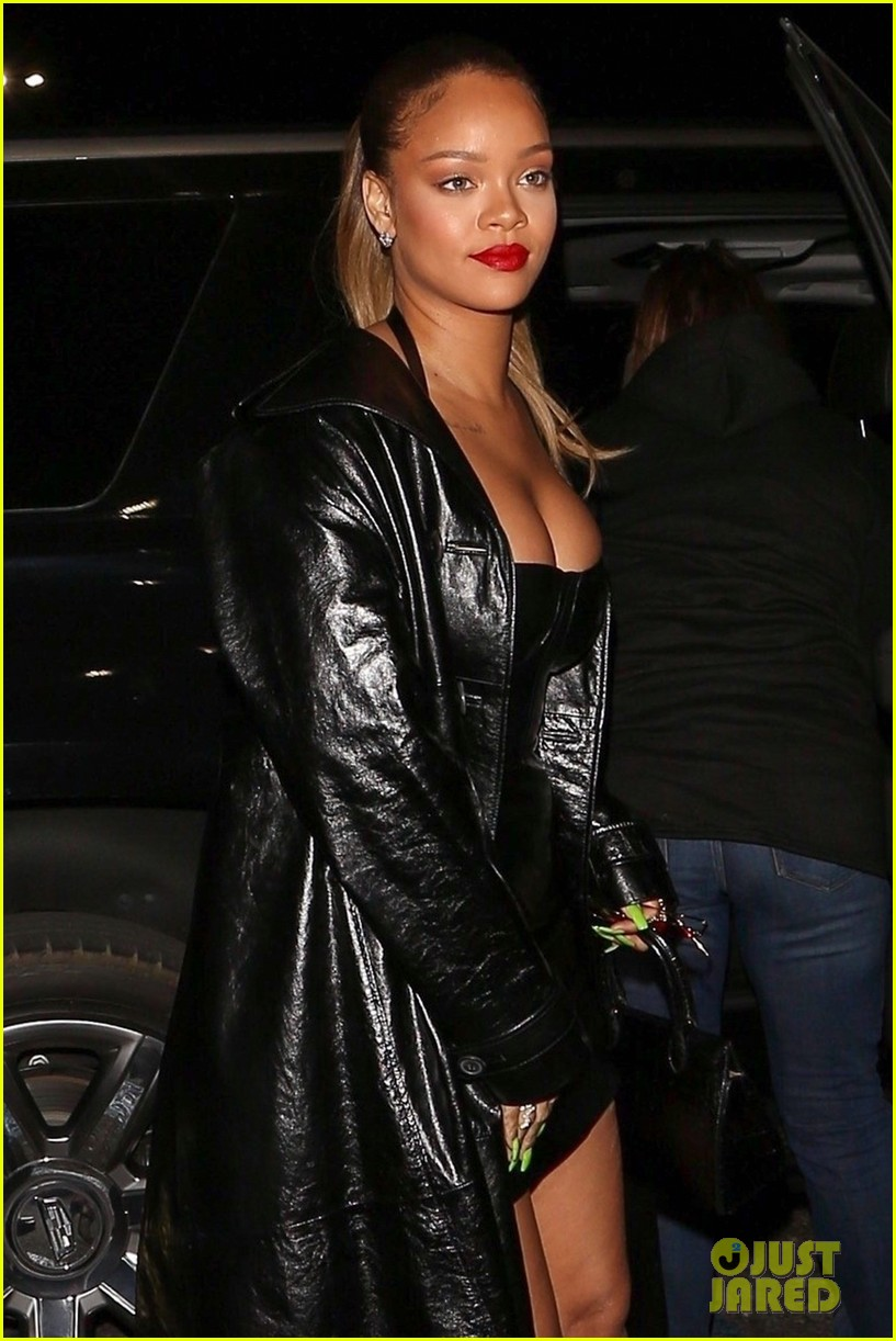 rihanna james franco g eazy more stars attend jay z concert 024003875