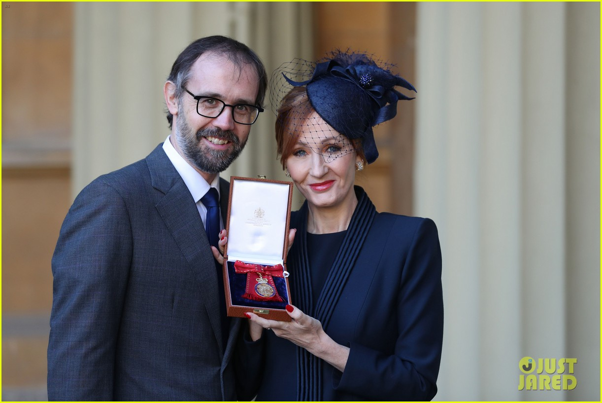 jk rowling honored by prince william 044000318