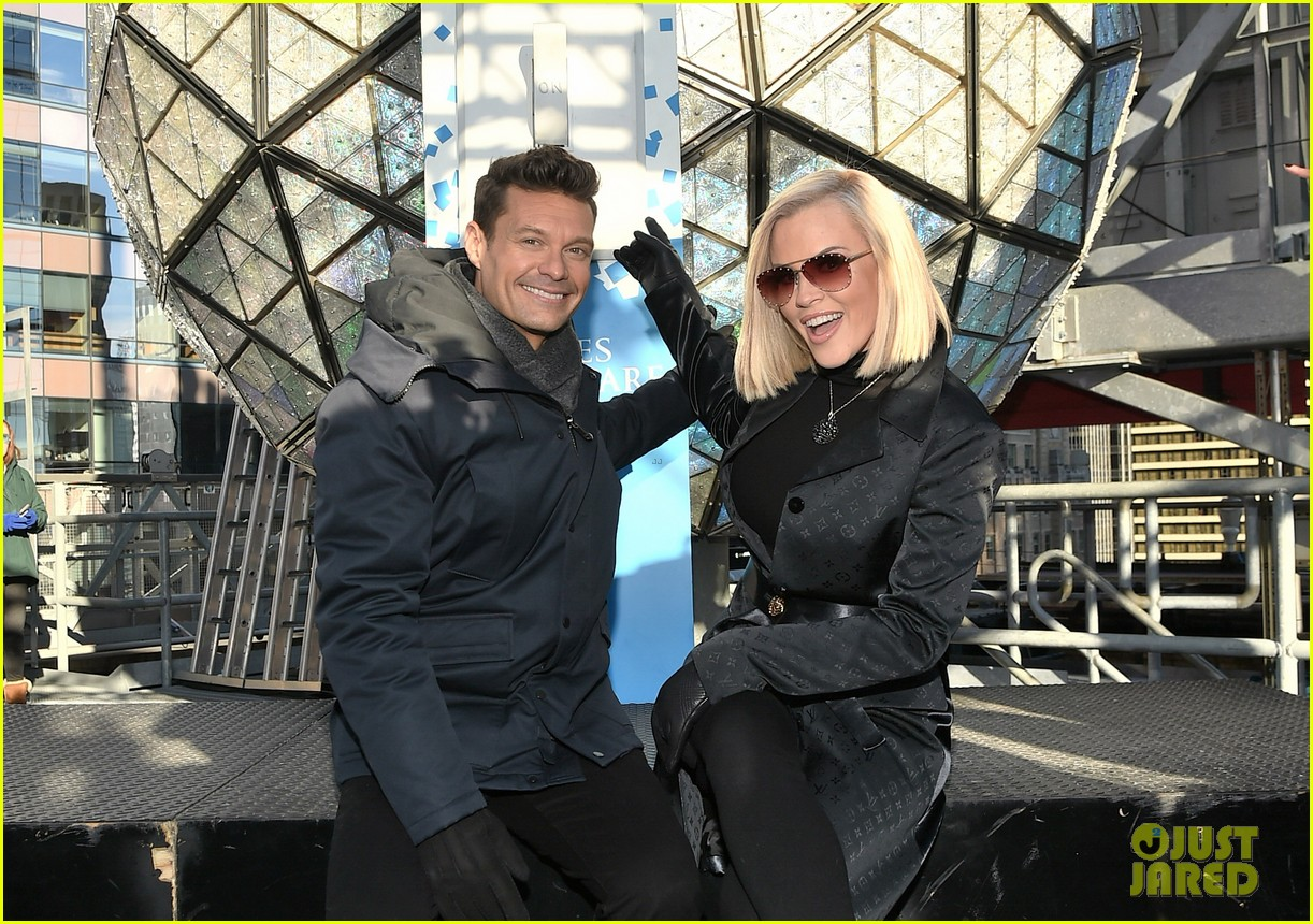ryan seacrest on mariah careys new years rockin eve redemption performance 044005601