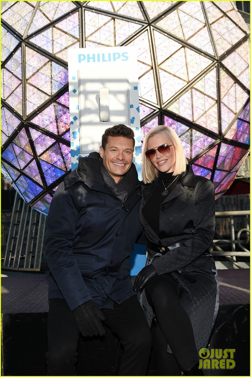 ryan seacrest on mariah careys new years rockin eve redemption performance 064005603