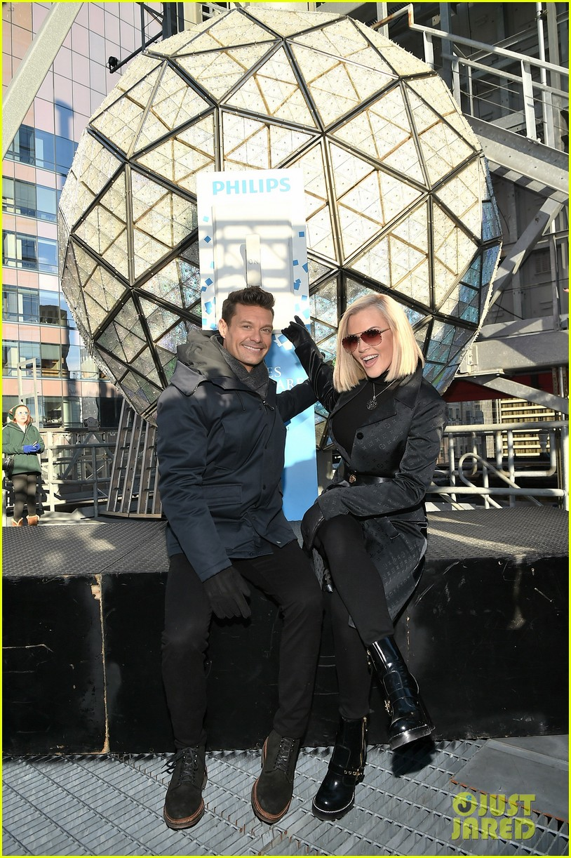 ryan seacrest on mariah careys new years rockin eve redemption performance 074005604