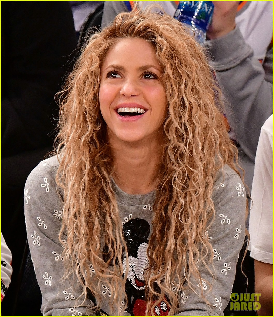 shakira gerard pique bring their kids to christmas day basketball game 024004710