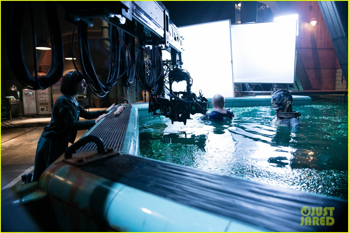 these shape of water stills take you behind the scenes 043999074