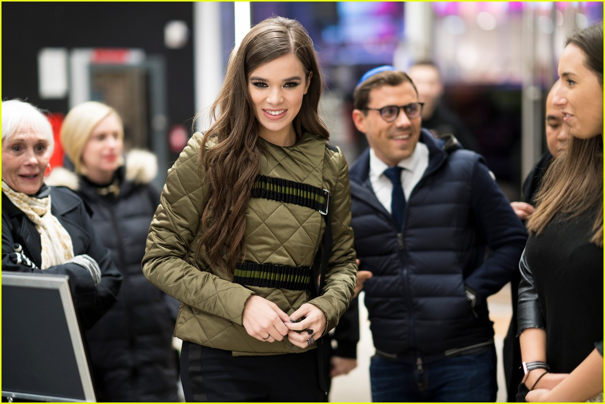 hailee steinfeld performs let me go on fallon watch her last performance of 2017 034001962
