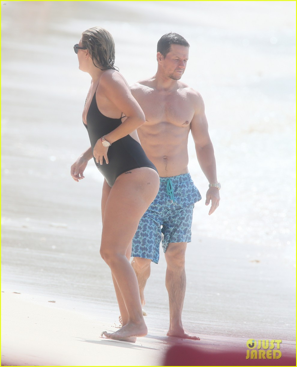 mark wahlberg joins wife rhea durham for another beach day 014005756
