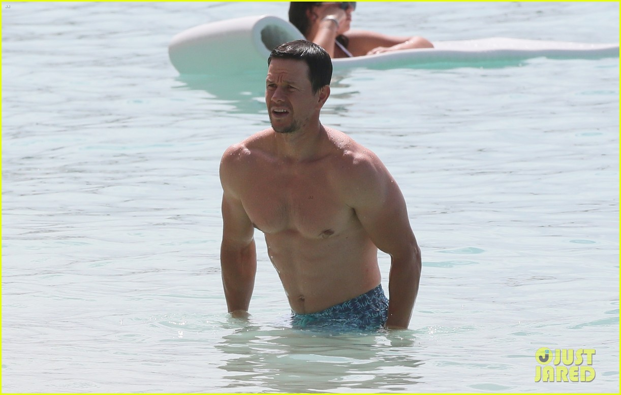 mark wahlberg joins wife rhea durham for another beach day 084005763