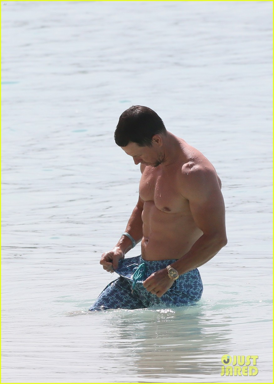 mark wahlberg joins wife rhea durham for another beach day 094005764