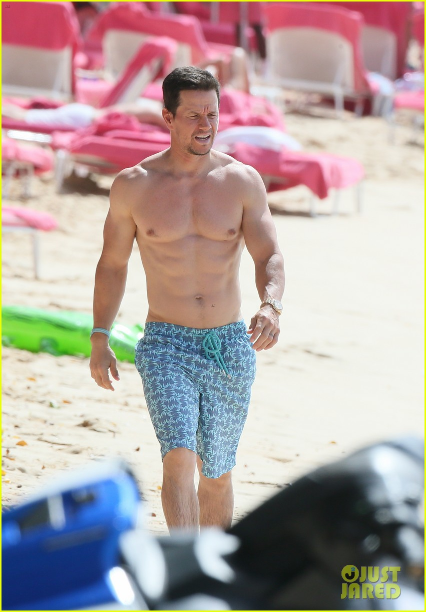 mark wahlberg joins wife rhea durham for another beach day 154005770