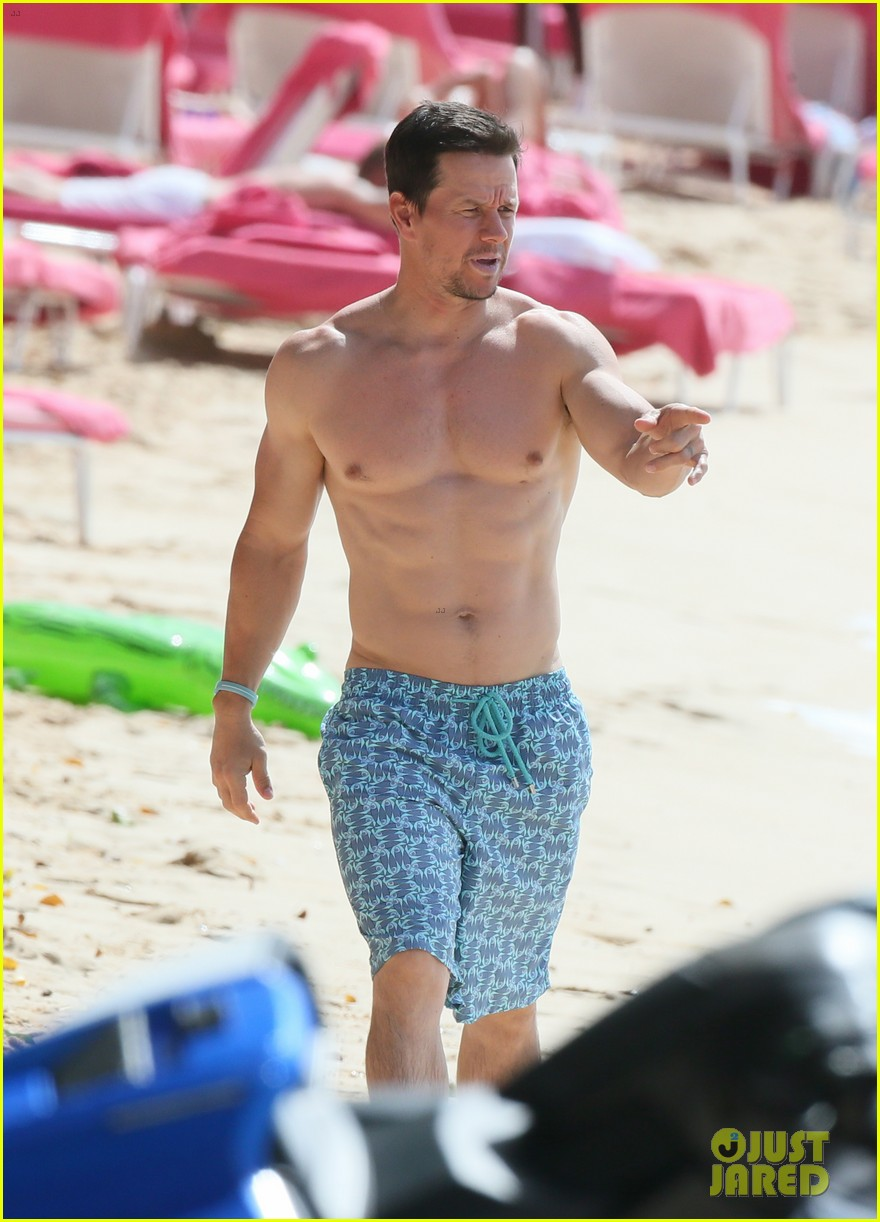 mark wahlberg joins wife rhea durham for another beach day 194005774