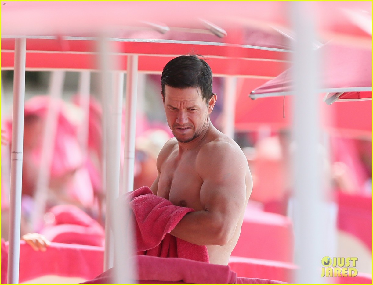 mark wahlberg joins wife rhea durham for another beach day 224005777