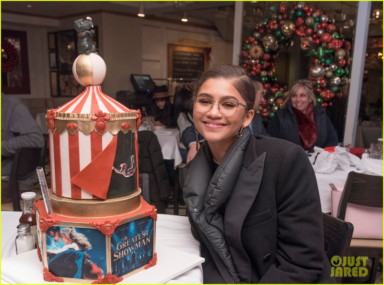 zendaya greatest showman cake 063999739