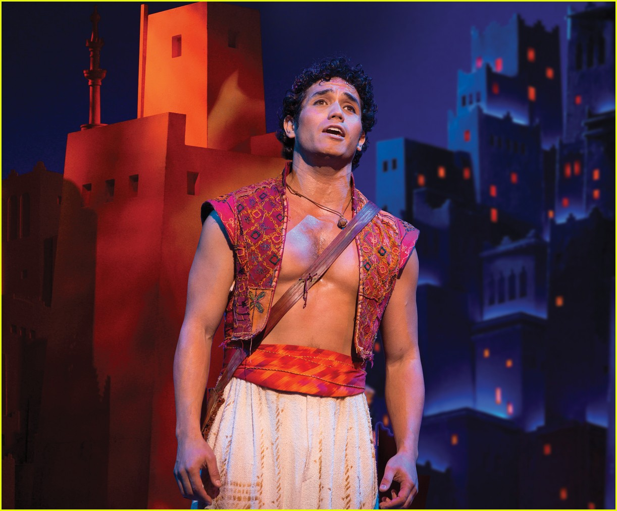 disneys aladdin opens in la with broadways original star 024013905