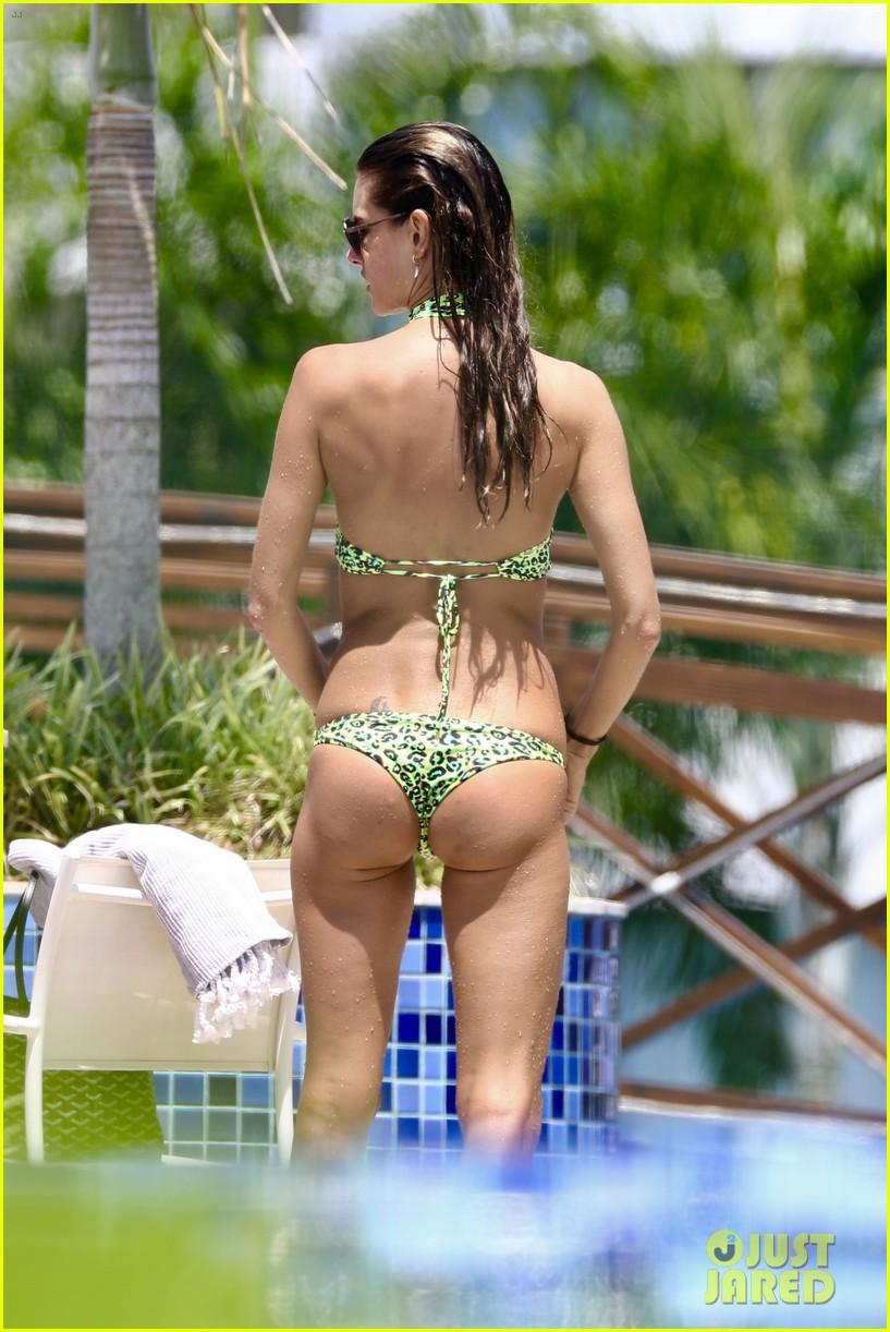 alessandra ambrosio bikini brazil vacation continues 024011028
