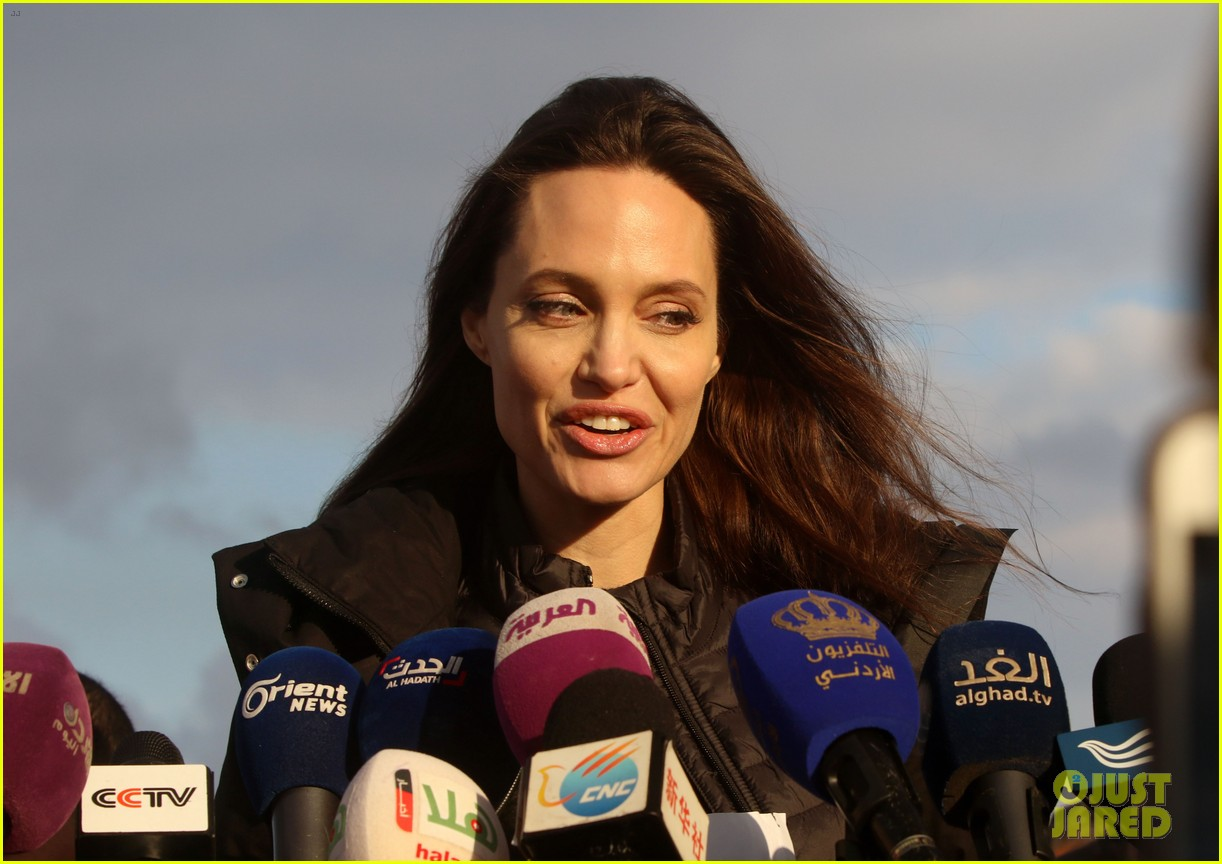 angelina jolie visiting refugee camps 024022443