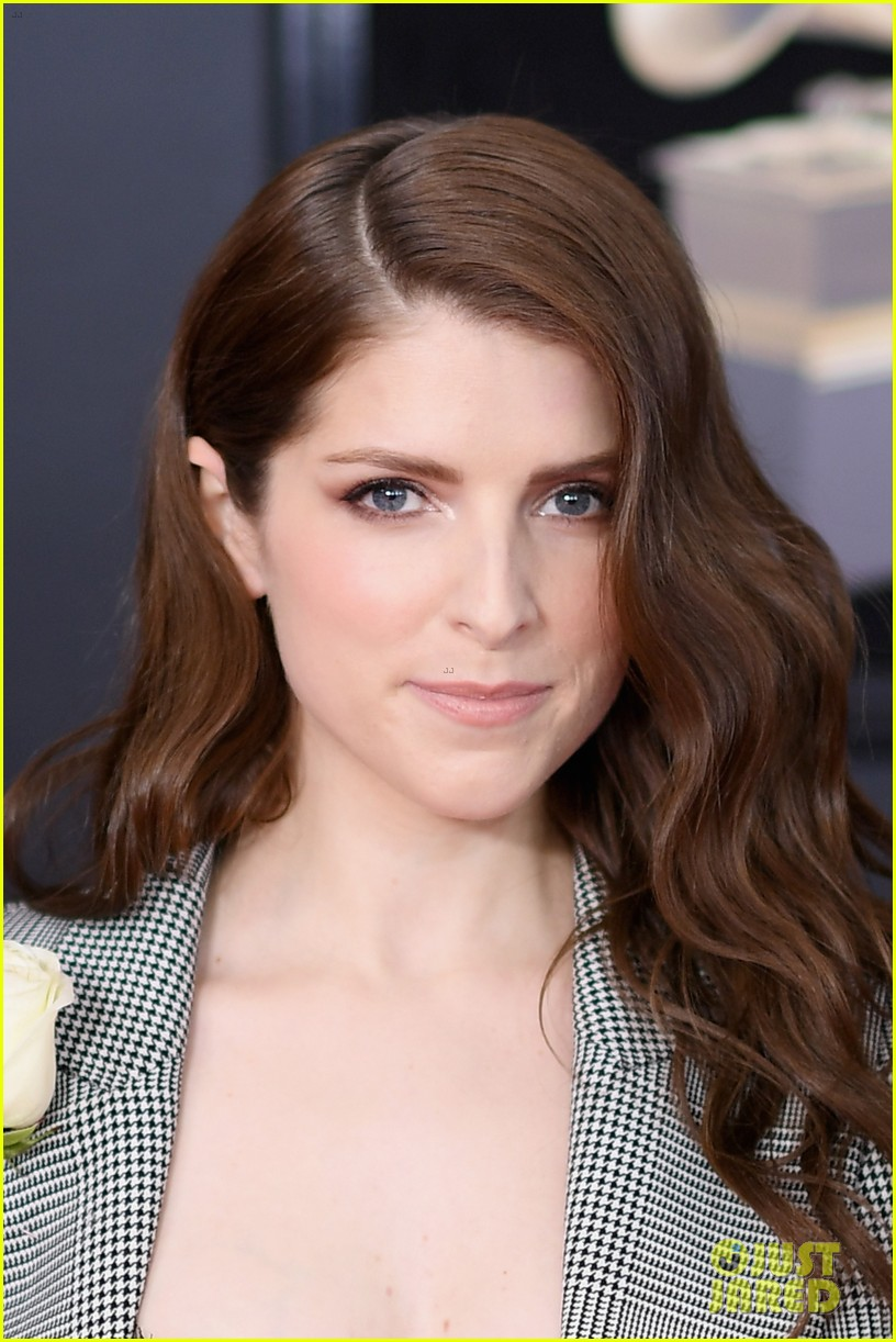 Anna Kendrick Looks Chic In A Suit On The Red Carpet At