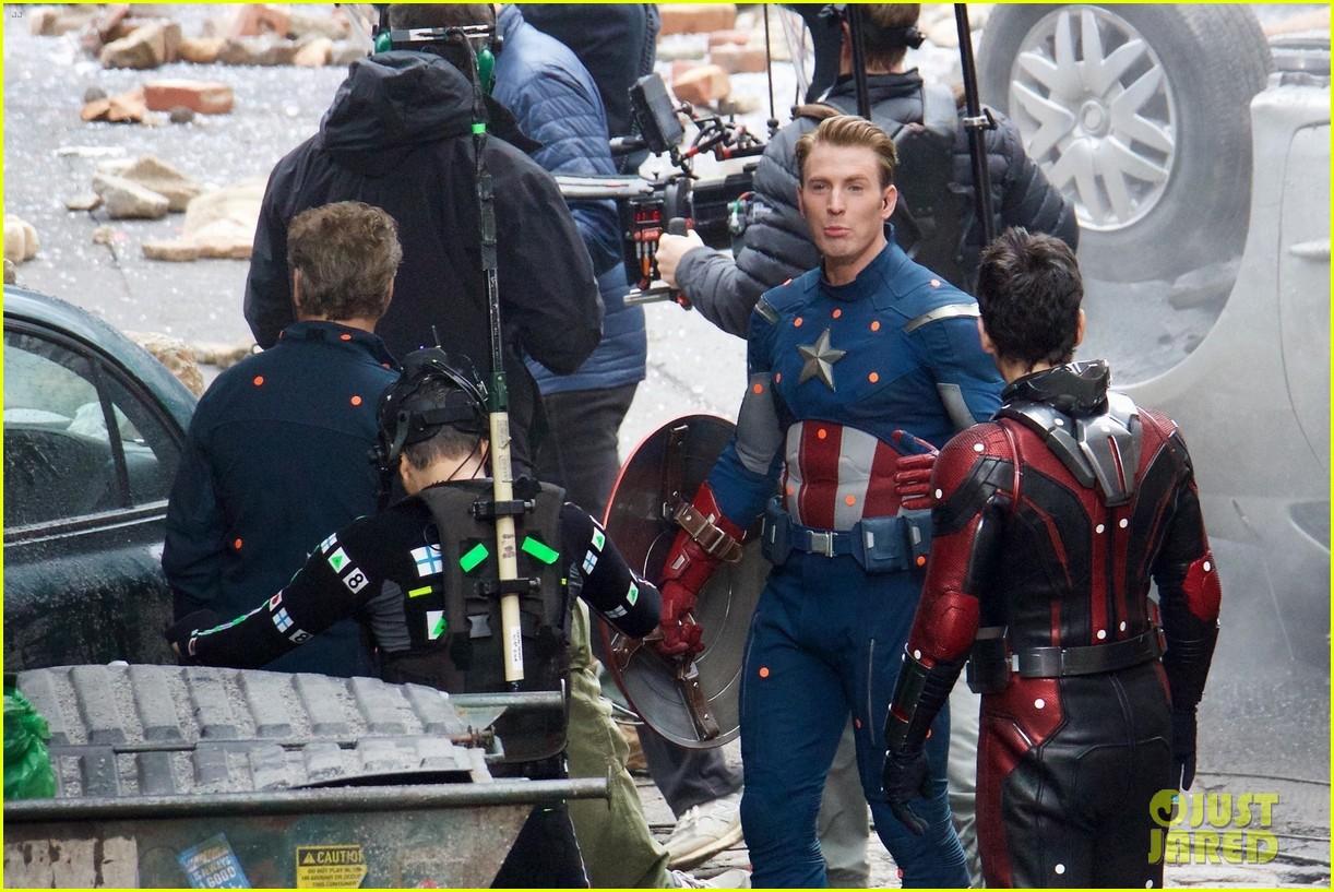 Chris Evans Amp Avengers Co Stars Share Big Laugh In New
