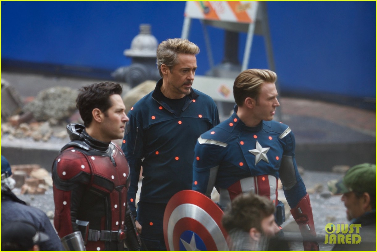 chris evans clean shaven throwback captain america suit 174012656