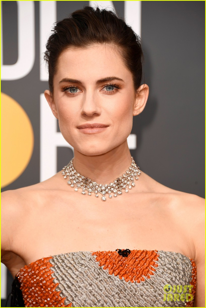 Allison Williams Adds A Pop Of Color To Black Dress At Golden Globes