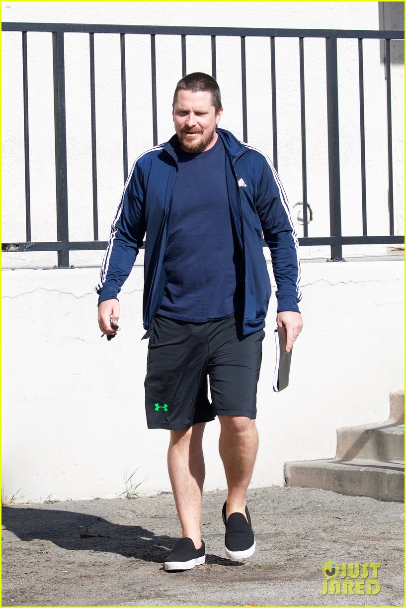 christian bale puts slimmer figure on display while out in la 054014065