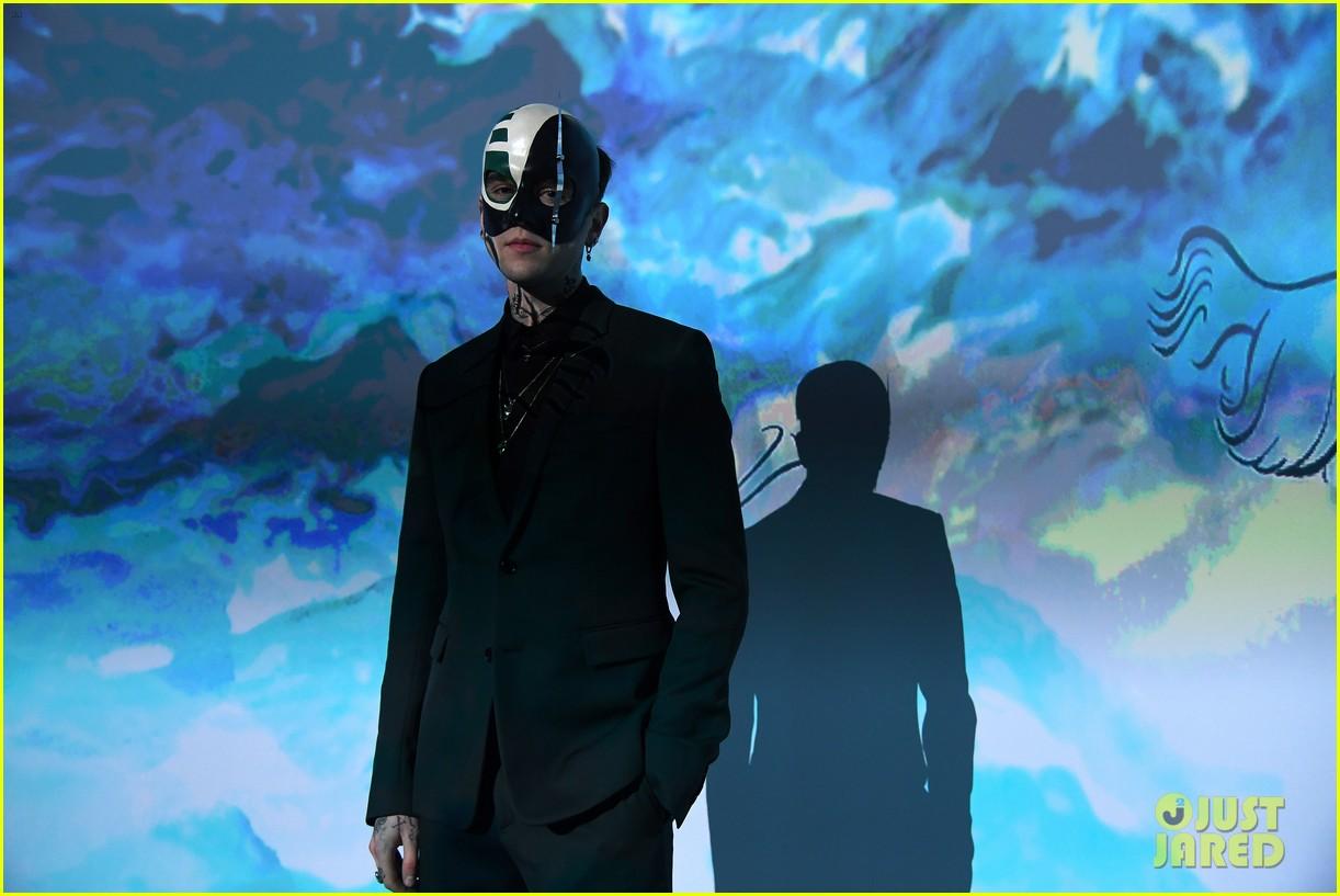 bella hadid dior masquerade ball2018 044020085