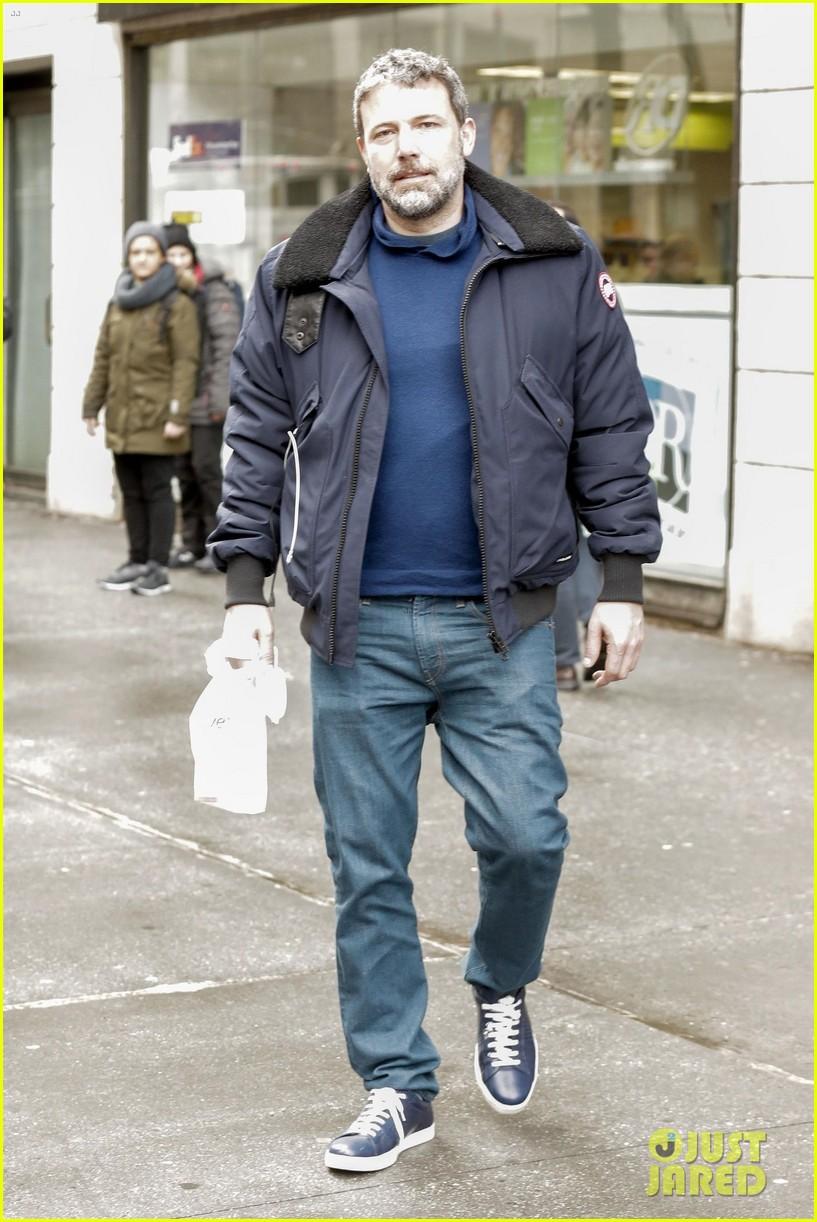 Ben Affleck Grabs a Co...