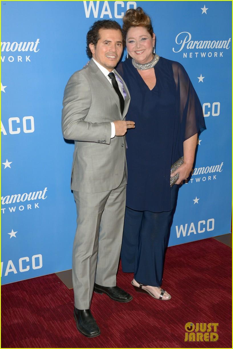 Melissa Benoist Taylor Kitsch Amp Waco Cast Celebrate