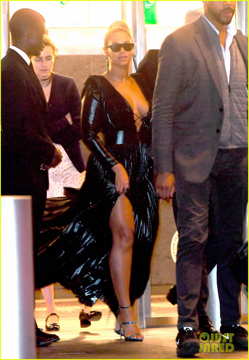 beyonce shows off some leg leaving roc nations grammys brunch 014022153