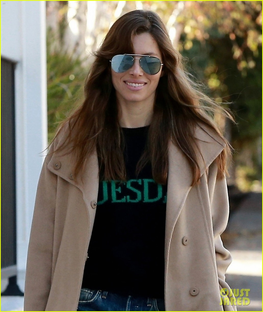 jessica biel wears a tuesday sweater as her wednesday outfit 044012270