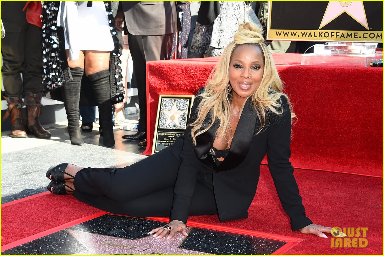 mary j blige receives star on hollywood walk of fame 014012699