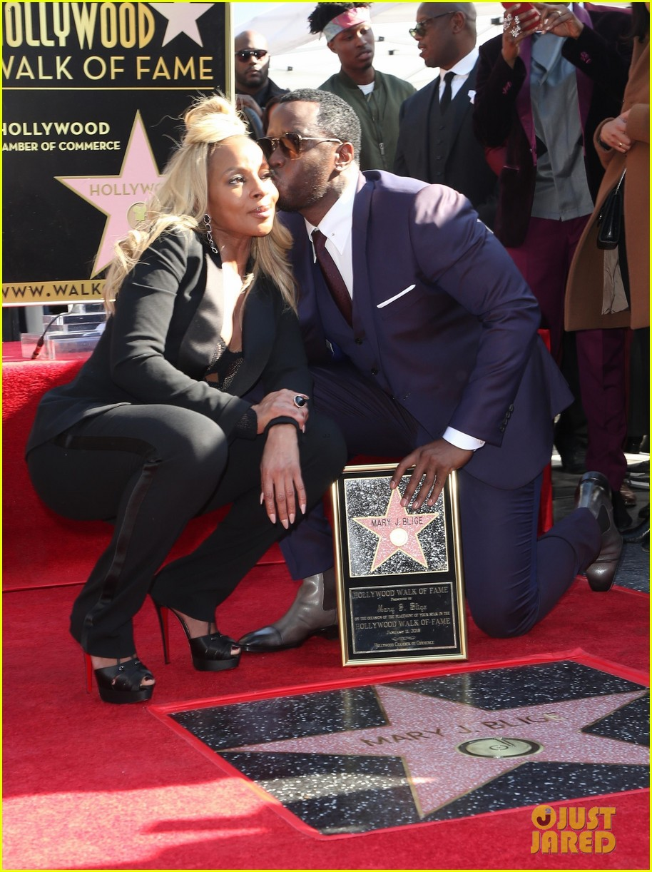 mary j blige receives star on hollywood walk of fame 024012700