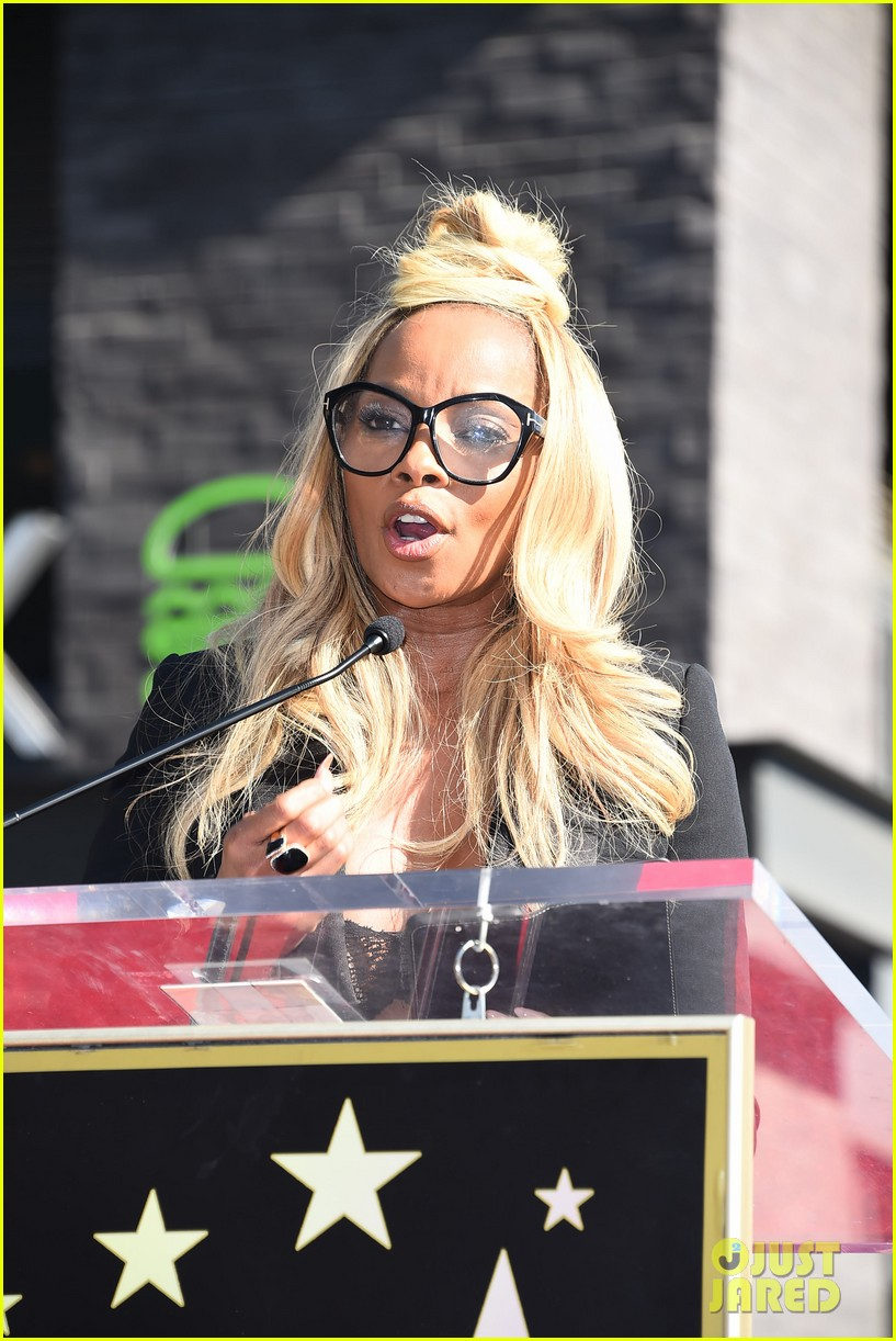 mary j blige receives star on hollywood walk of fame 034012701