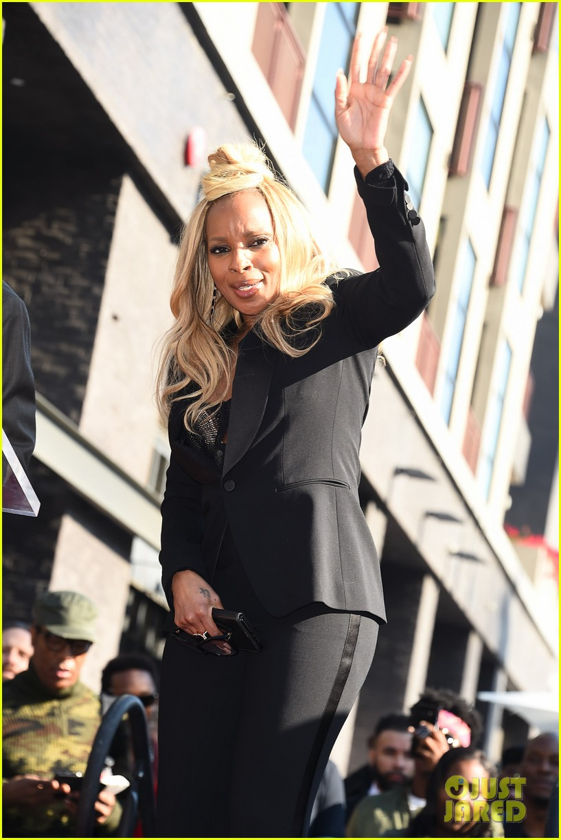 mary j blige receives star on hollywood walk of fame 064012704