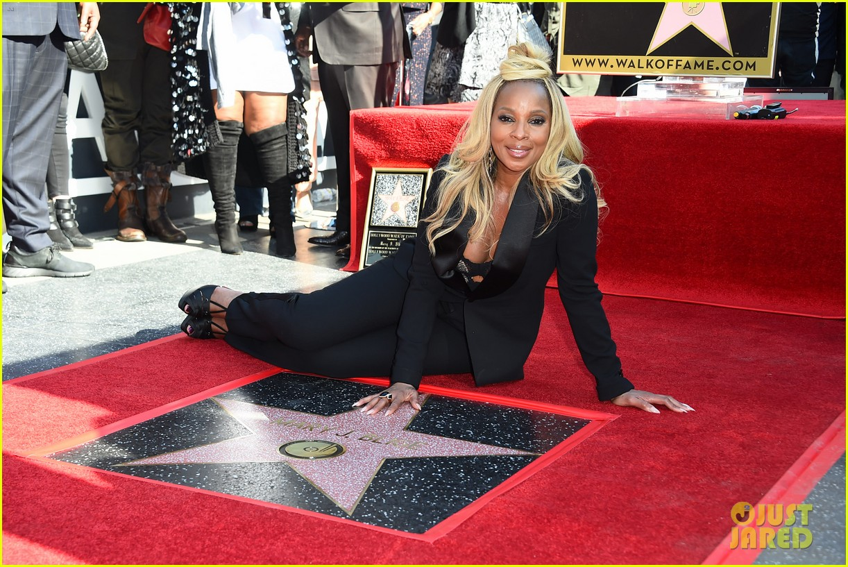 mary j blige receives star on hollywood walk of fame 144012712