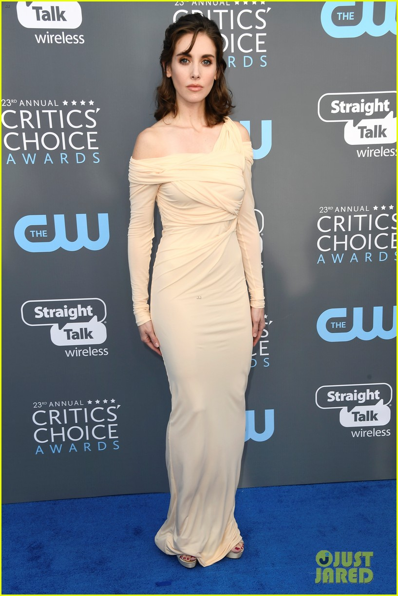allison brie joins glow co stars at critics choice awards 014013060