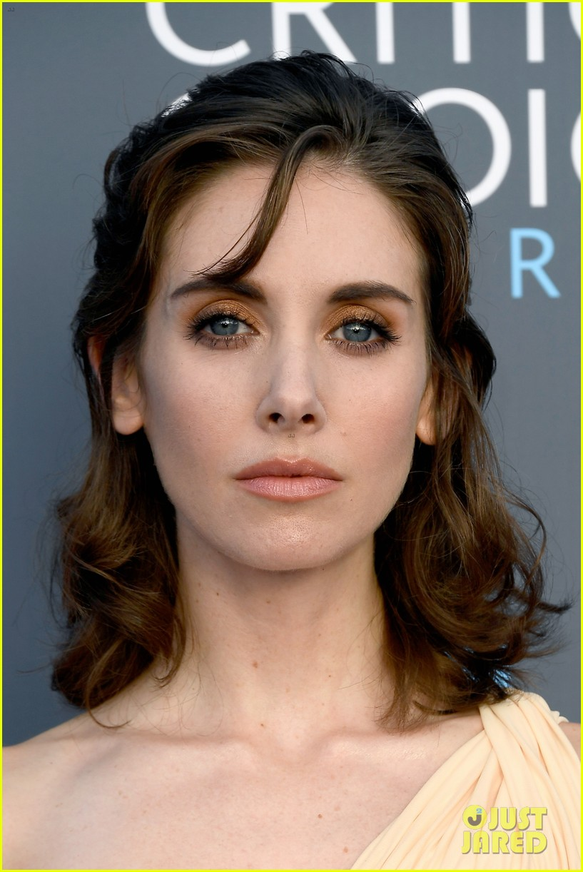 allison brie joins glow co stars at critics choice awards 064013065