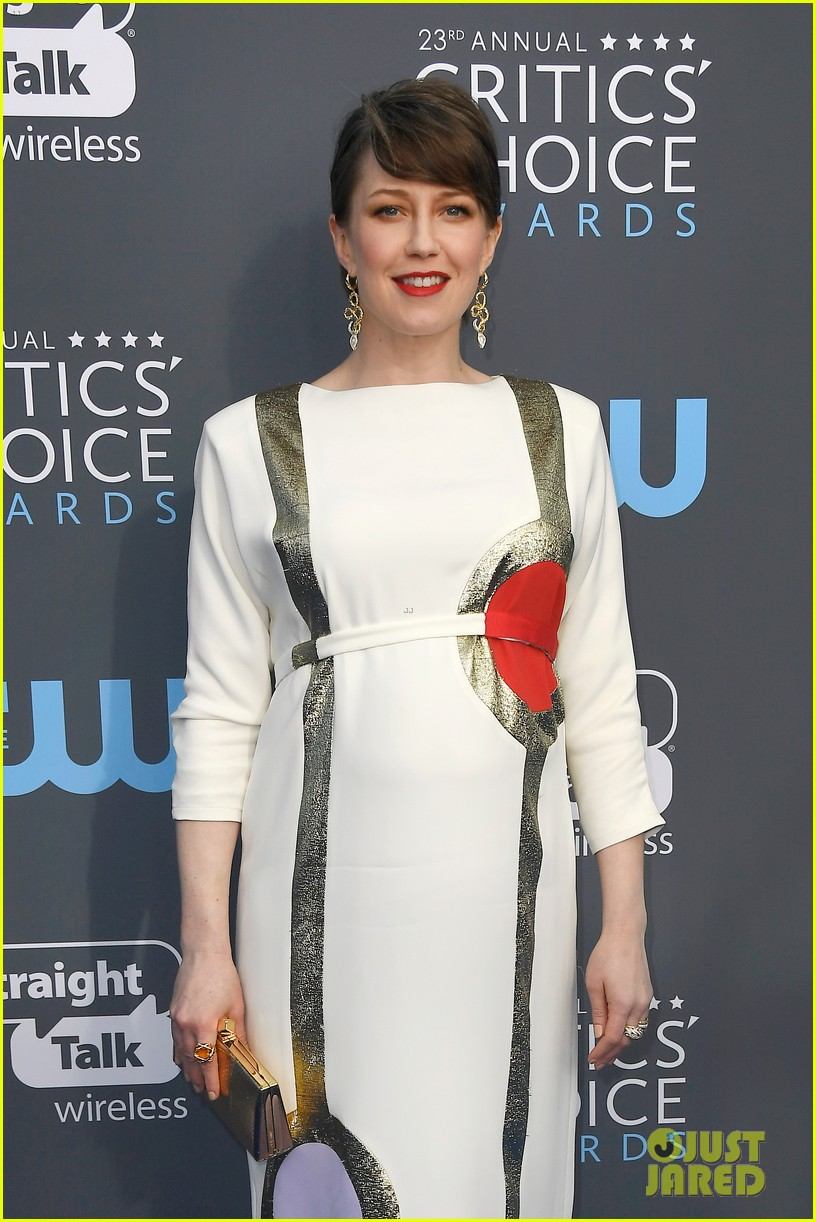 allison brie joins glow co stars at critics choice awards 124013071