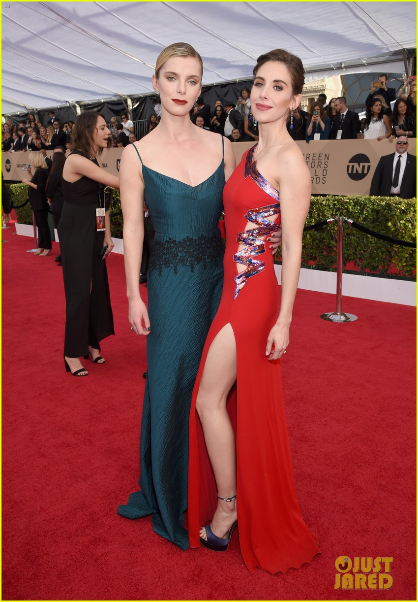 alison brie betty gilpin sag awards 2018 094018302