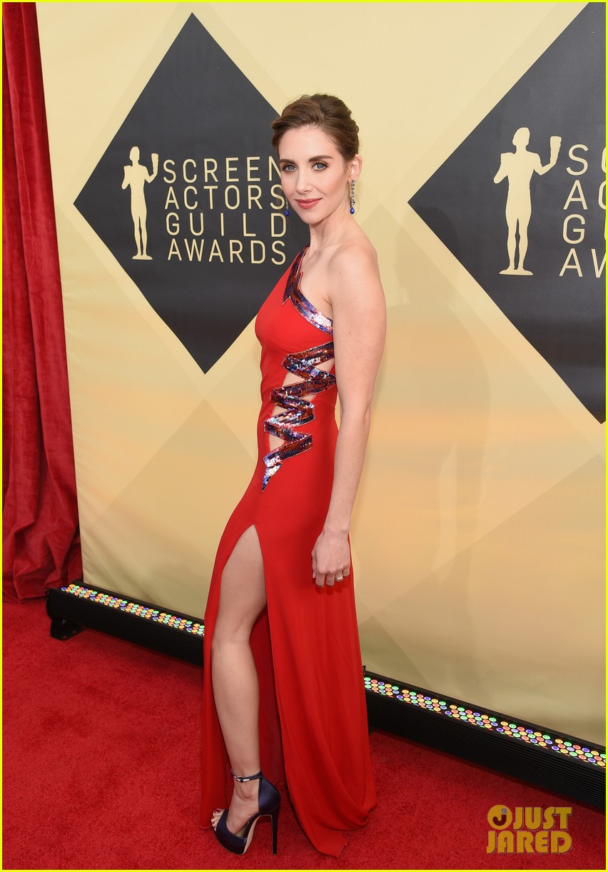 alison brie betty gilpin sag awards 2018 104018303