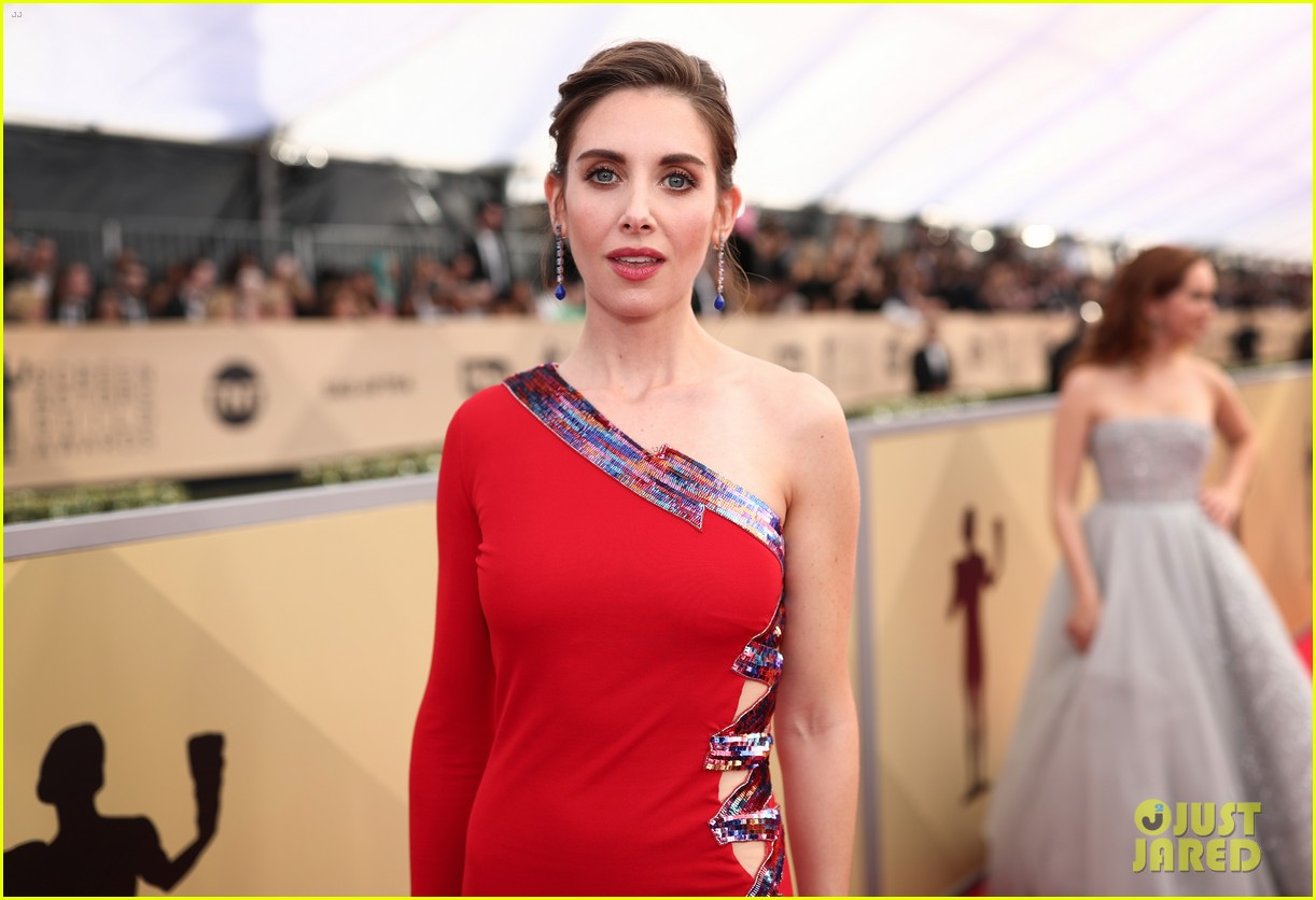 alison brie betty gilpin sag awards 2018 154018308