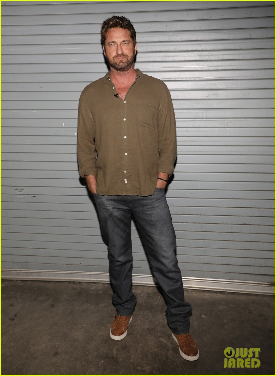 gerard butler promotes den of thieves on despierta america 024012632