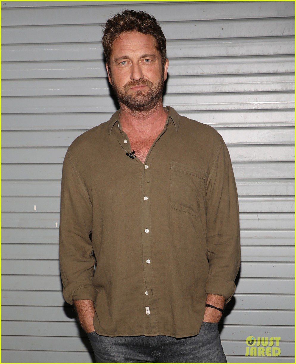 gerard butler promotes den of thieves on despierta america 044012634