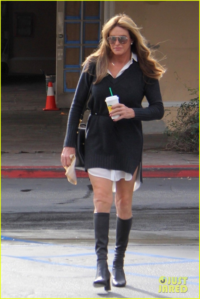 Caitlyn Jenner Grabs A Drink At Starbucks With Sophia
