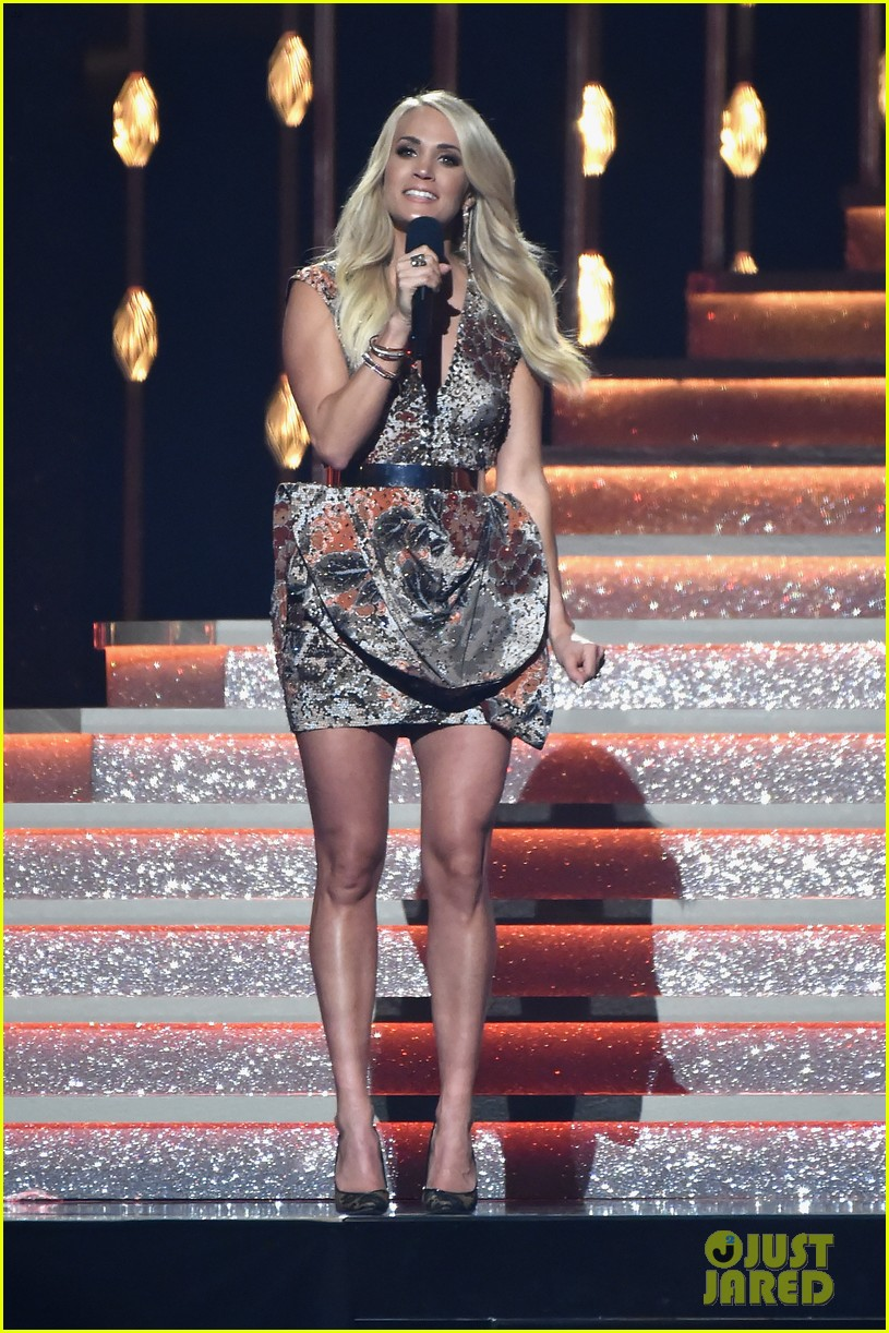 carrie underwood photographed 094007002