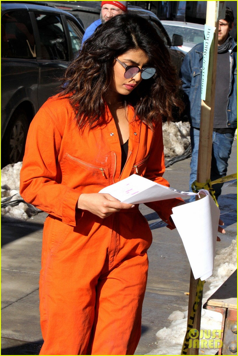 priyanka chopra and marlee matlin team up on quantico set 044014058