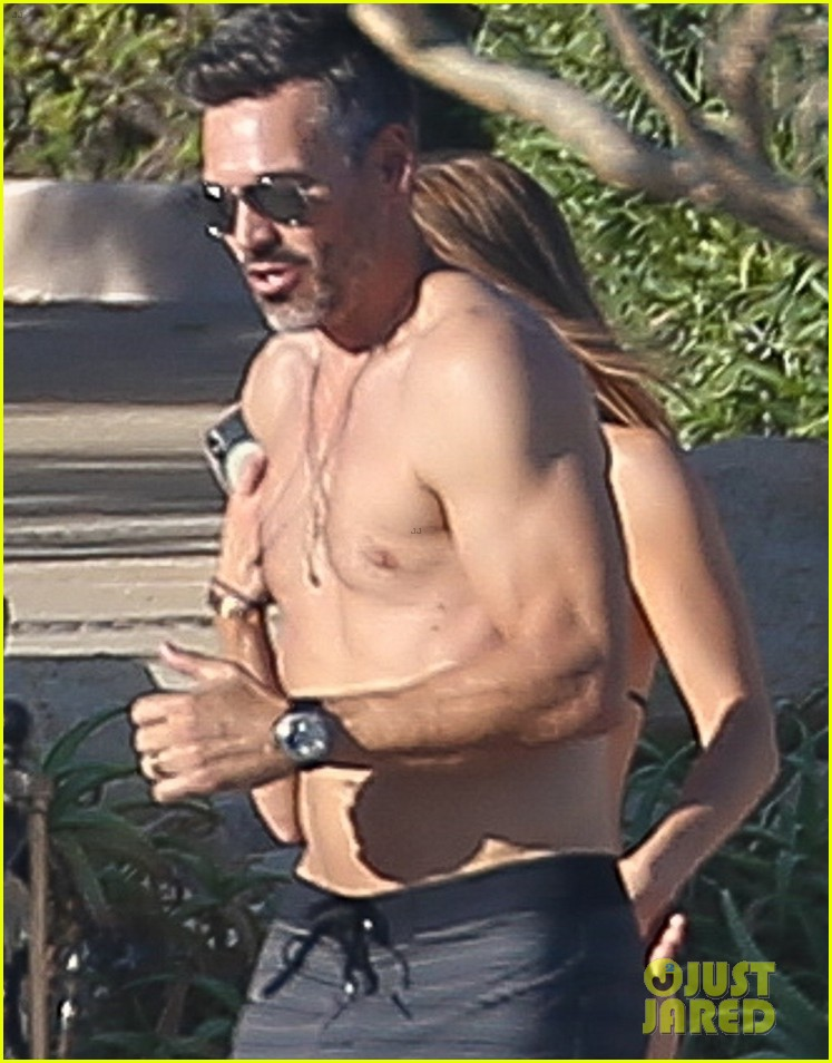 eddie cibrian flaunts tond abs on vacation with wife leann rimes 034012366