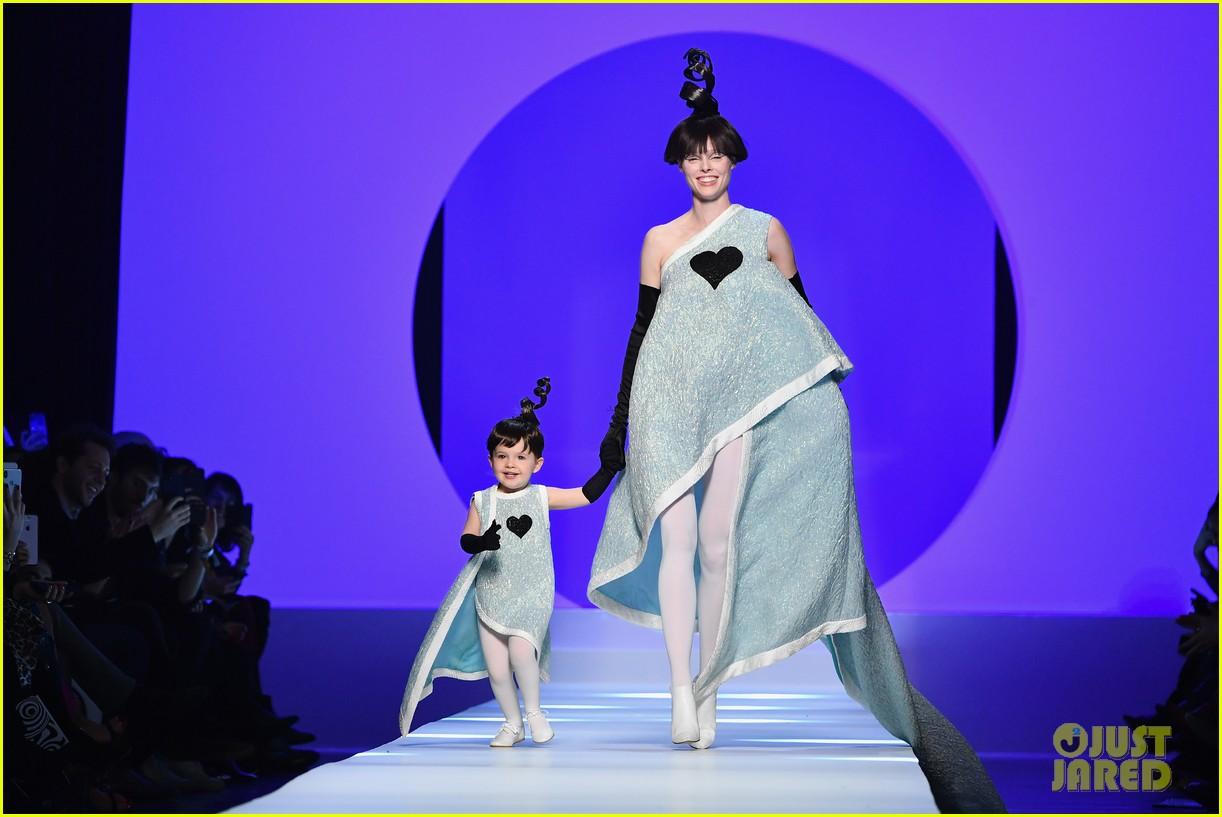 marion cotillard watches coco rochas daughter ioni make her paris runway debut 024020593