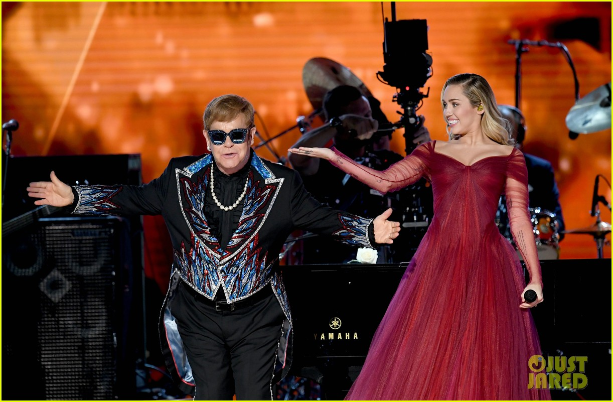Madison Square Garden: Miley Cyrus Stuns While Performing With Elton John At